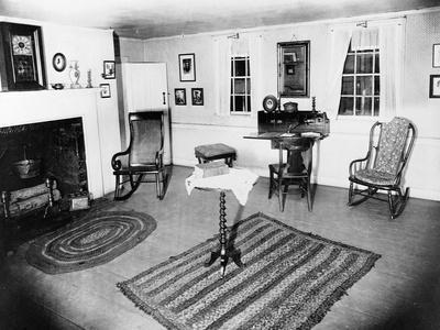 https://imgc.allpostersimages.com/img/posters/parlor-of-the-edgar-allen-poe-cottage-nyc-dec-17-1918_u-L-PZNDI30.jpg?artPerspective=n