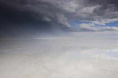 https://imgc.allpostersimages.com/img/posters/passing-thunderstorm-over-bonneville-salt-flats-utah_u-L-Q13BVJE0.jpg?p=0