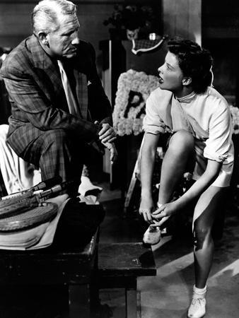https://imgc.allpostersimages.com/img/posters/pat-and-mike-spencer-tracy-katharine-hepburn-1952_u-L-PH4ZNY0.jpg?artPerspective=n