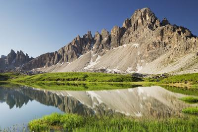 https://imgc.allpostersimages.com/img/posters/paternkofel-b-densee-lakes-south-tyrol-the-dolomites-mountains-italy_u-L-Q11YRXM0.jpg?artPerspective=n