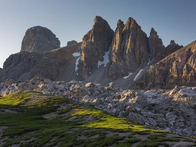 https://imgc.allpostersimages.com/img/posters/paternkofel-zwshlferkofel-south-tyrol-the-dolomites-mountains-italy_u-L-Q11YL3I0.jpg?p=0