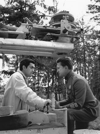 https://imgc.allpostersimages.com/img/posters/paths-of-glory-1957-directed-by-stanley-kubrick-stanley-kubrick-director-and-kirk-douglas-actor_u-L-Q1C158W0.jpg?artPerspective=n