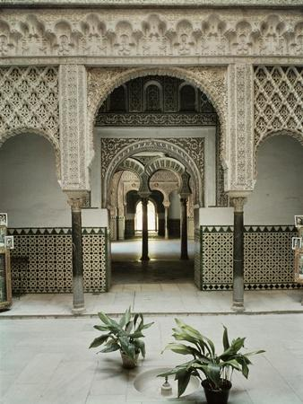 https://imgc.allpostersimages.com/img/posters/patio-de-las-munecas-12th-14th-century_u-L-P55N6O0.jpg?p=0