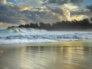 Large Waves Breaking over Haena Beach, Kauai, Hawaii, USA by Patrick Smith