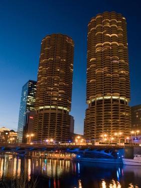 Chicago Marina Towers by Patrick Warneka