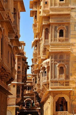 https://imgc.allpostersimages.com/img/posters/patwa-havelis-renowned-private-mansion-in-jaisalmer-rajasthan-india-asia_u-L-PNGE0Y0.jpg?p=0