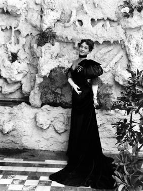 Paulette Goddard (b/w photo)