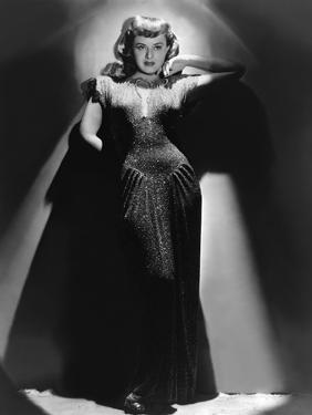 Paulette Goddard dans les annees 40 in the 40's (b/w photo)