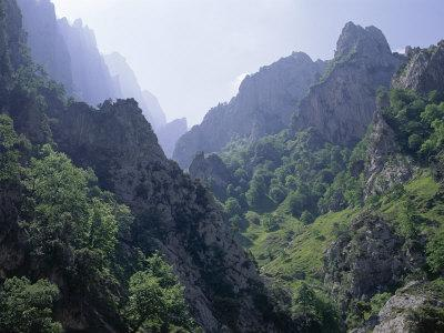https://imgc.allpostersimages.com/img/posters/peaks-and-high-valleys-on-the-side-of-the-cares-gorge-picos-de-europa-cantabria-spain_u-L-P1JV050.jpg?p=0