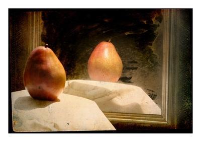 https://imgc.allpostersimages.com/img/posters/pear-against-framed-mirror_u-L-PYYT0E0.jpg?p=0