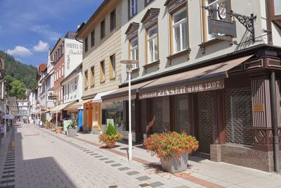 https://imgc.allpostersimages.com/img/posters/pedestrian-area-bismarckstrasse-bad-wildbad-black-forest-baden-wurttemberg-germany_u-L-Q1EY5VT0.jpg?artPerspective=n