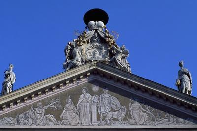 https://imgc.allpostersimages.com/img/posters/pediment-of-primate-s-palace_u-L-PPQO860.jpg?p=0