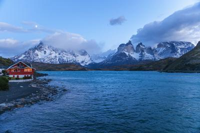 https://imgc.allpostersimages.com/img/posters/pehoe-lake-torres-del-paine-national-park-patagonia-chile-south-america_u-L-Q12RC9T0.jpg?p=0