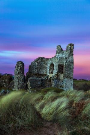 https://imgc.allpostersimages.com/img/posters/pennard-castle-overlooking-three-cliffs-bay-gower-wales-united-kingdom-europe_u-L-PQ8RDN0.jpg?p=0