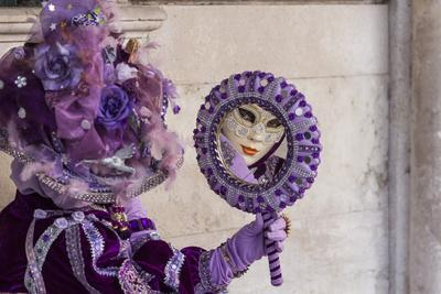 https://imgc.allpostersimages.com/img/posters/people-in-masks-and-costumes-carnival-venice-veneto-italy-europe_u-L-PXXWDR0.jpg?artPerspective=n