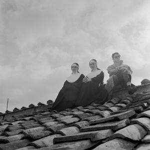 People on a Rooftop Awaiting the Coronation of Pope John XXIII, Vatican City, 4th November 1958