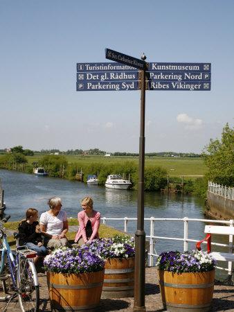 https://imgc.allpostersimages.com/img/posters/people-sitting-on-a-bench-at-ribe-city-center-jutland-denmark-scandinavia-europe_u-L-P91DFZ0.jpg?p=0