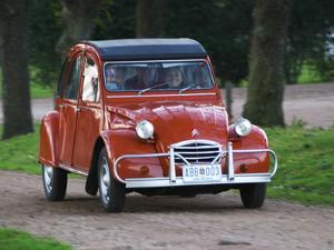 Old Red Citroen, Bodega Bouza Winery, Canelones, Montevideo, Uruguay by Per Karlsson