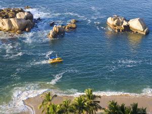 Acapulco, Guerrero State, Pacific Coast, Mexico by Peter Adams
