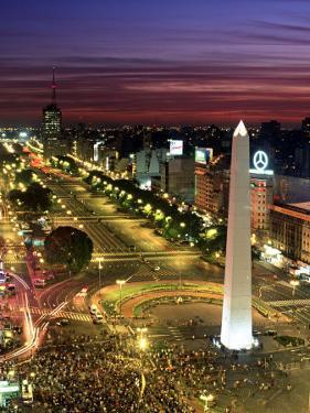 Obelisko, Avenida 9 de Julio, Buenos Aires, Argentina by Peter Adams