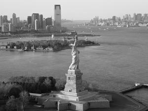 Statue of Liberty (Jersey City, Hudson River, Ellis Island and Manhattan Behind), New York, USA by Peter Adams