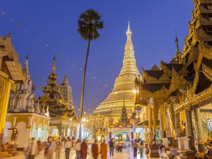 The Great Golden Stupa, Shwedagon Paya (Shwe Dagon Pagoda), Yangon (Rangoon), Myanmar (Burma) by Peter Adams