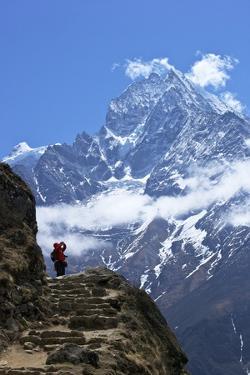 Trail Between Namche Bazaar and Everest View Hotel by Peter Barritt