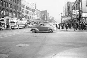 125th Street and 8th Ave, Apollo Theatre, Harlem, 1948, New York, USA by Peter Bennett