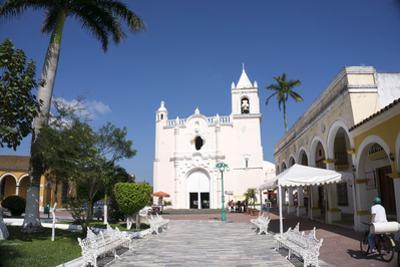 Eglesia San Miguelito, Tlacotalpan, UNESCO World Heritage Site, Mexico, North America by Peter Groenendijk
