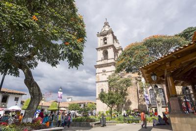 Paroquia de San Francisco de Assisi church and town square, Valle de Bravo, Mexico, North America by Peter Groenendijk
