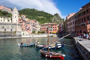 Vernazza, Cinque Terre, UNESCO World Heritage Site, Liguria, Italy, Europe by Peter Groenendijk