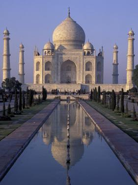Taj Mahal, Agra, Uttar Pradesh, India by Peter Oxford
