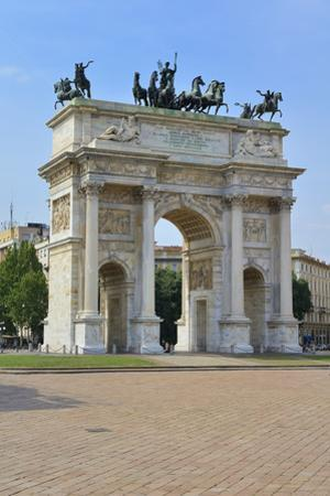 Arco Della Pace, Piazza Sempione, Milan, Lombardy, Italy, Europe by Peter Richardson