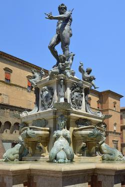 Neptune Fountain, Piazza Del Nettuno, Bologna, Emilia-Romagna, Italy, Europe by Peter Richardson