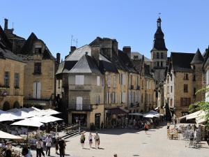 Place De La Liberte in the Old Town, Sarlat, Dordogne, France, Europe by Peter Richardson