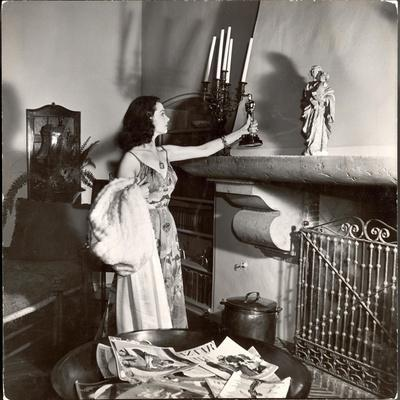 Vivien Leigh Placing Her Oscar on Her Mantelpiece at Home