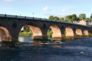 Old Bridge, Perth, Scotland by Peter Thompson