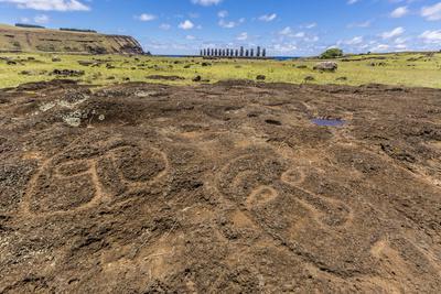 https://imgc.allpostersimages.com/img/posters/petroglyphs-carved-in-the-lava-at-the-15-moai-restored-ceremonial-site-of-ahu-tongariki_u-L-PQ8T5B0.jpg?artPerspective=n