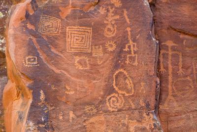 https://imgc.allpostersimages.com/img/posters/petroglyphs-v-bar-v-heritage-site-arizona-usa_u-L-PN700Q0.jpg?p=0