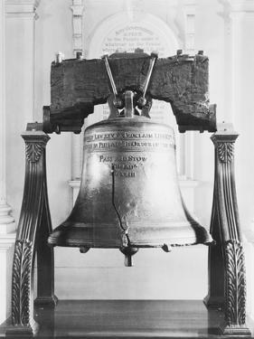 Display of the Liberty Bell at Independence Hall by Philip Gendreau