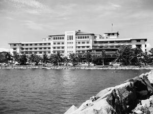 Exterior of Manila Hotel by Philip Gendreau
