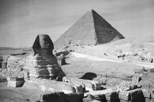 Sphinx and Great Pyramid of Gizeh by Philip Gendreau