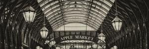 Apple Market in Covent Garden Market - Coven Garden - London - UK - England - United Kingdom by Philippe Hugonnard