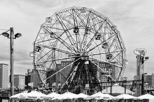 Black Manhattan Collection - Coney Island Wonder Wheel by Philippe Hugonnard