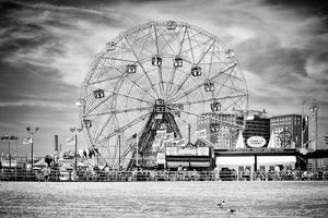 Black Manhattan Collection - Wonder Wheel by Philippe Hugonnard