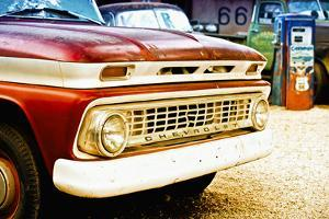 Cars - Chevrolet - Route 66 - Gas Station - Arizona - United States by Philippe Hugonnard