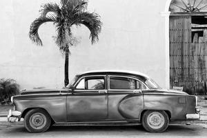 Cuba Fuerte Collection B&W - American Classic Car II by Philippe Hugonnard
