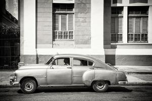 Cuba Fuerte Collection B&W - Cuban Taxi by Philippe Hugonnard