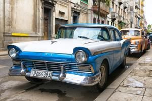 Cuba Fuerte Collection - Beautiful American Cars in Havana by Philippe Hugonnard
