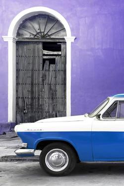 Cuba Fuerte Collection - Close-up of American Classic Car White and Blue by Philippe Hugonnard